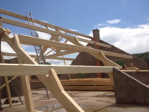 charpente bois pierre obtenez des id es de design int ressantes en utilisant du. Black Bedroom Furniture Sets. Home Design Ideas